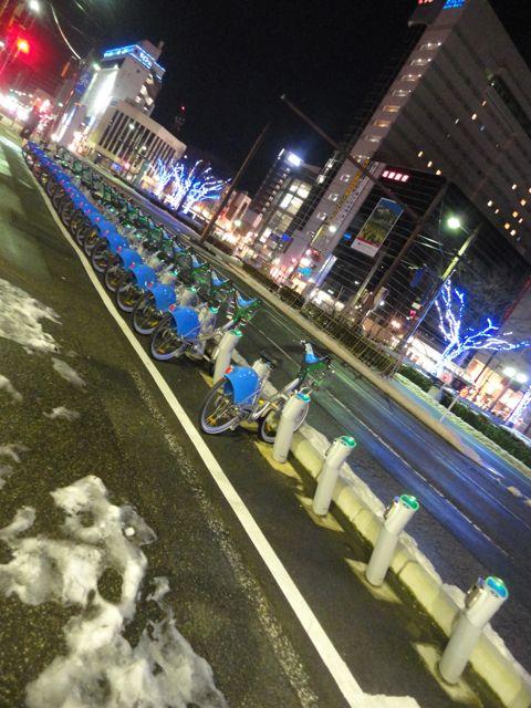 青い自転車駅前DSC05168